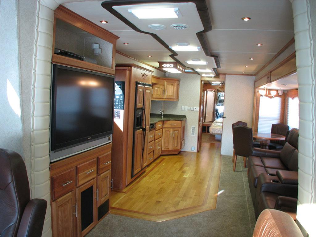 Custom Motor Coach 18 Interior Pictures